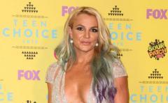 """Britney Spears casi """"se ahoga"""" en las playas de Hawai"""