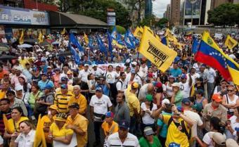 Maduro restringe uso de drones a días de la marcha antichavista