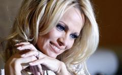 Pamela Anderson y un inspirado ensayo contra la pornografía
