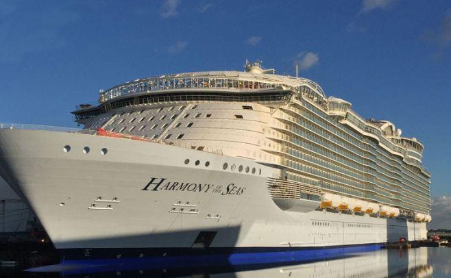 Accidente en crucero más grande del mundo causa un muerto París