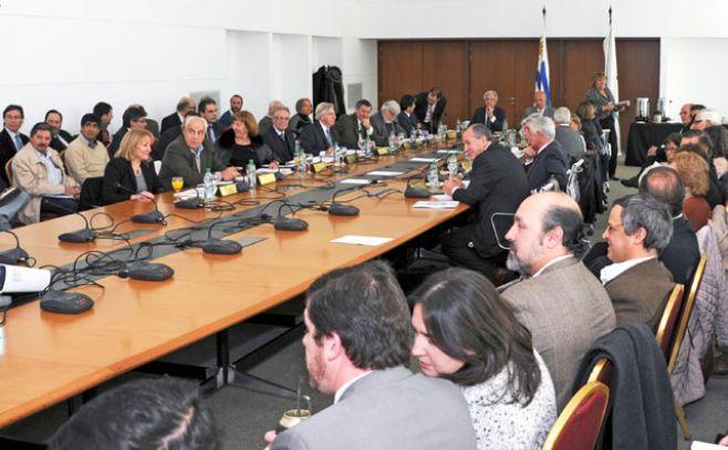Ministros llegan a Rocha y se reúnen con actores sociales