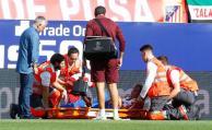 Momento en que Josema es retirado lesionado del campo de juego, este fin de semana en Madrid.