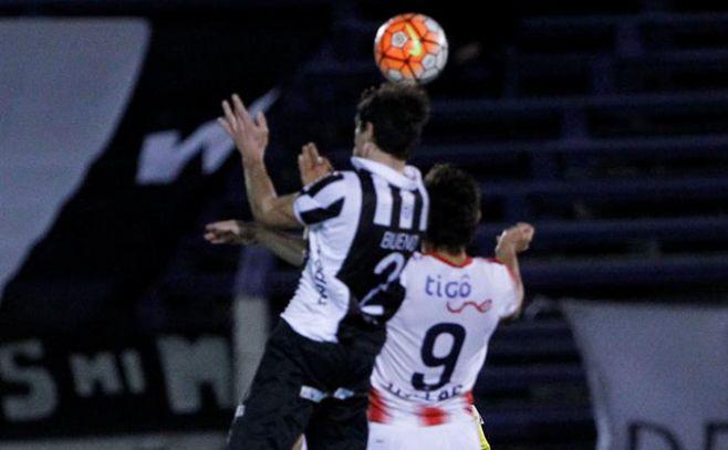 Toro fue titular en la victoria por penales de Junior en Sudamericana