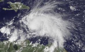 Jamaica toma medidas ante la llegada del huracán Matthew