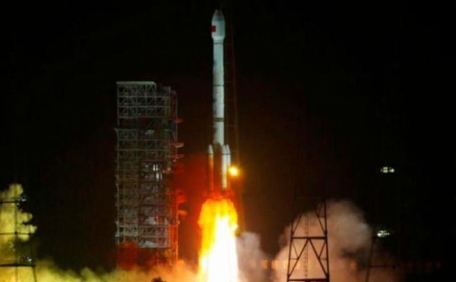 China lanza un microsatélite desde su laboratorio espacial