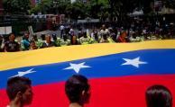 Políticos uruguayos tienen diversas posturas frente a crisis venezolana