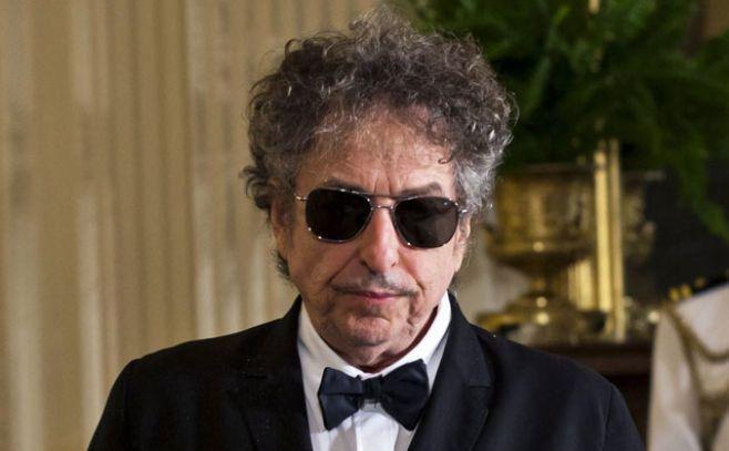 Dylan reúne por primera vez sus Letras completas
