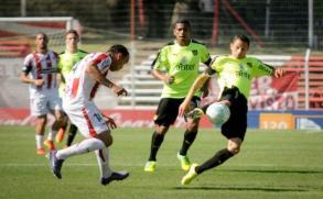 River Plate golea en su casa a Peñarol por el Uruguayo
