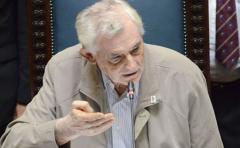 Ernesto Agazzi renunció a su banca en el Parlamento