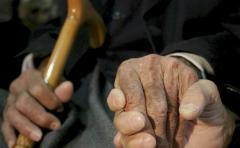Charlas semanales con abuelas reducen enfermedades mentales