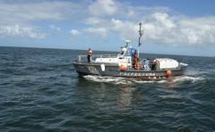 La Armada rescató a 5 tripulantes de una embarcación