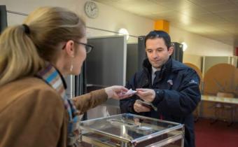 Francia: Votantes socialistas buscan líder que una a la izquierda