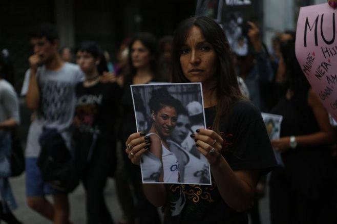 Una multitud marchó por el asesinato de la bailarina. EFE