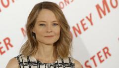 Jodie Foster y Michael J. Fox protestan contra Trump