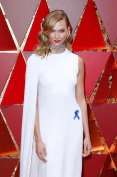 Qué significa la cinta azul que lucieron las celebridades