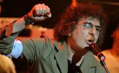 Charly García salió a regalar su nuevo disco en limusina