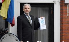 Assange compartirá con Apple y Google herramientas de 'hackeo'