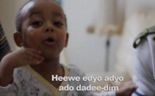 Niño de 2 años rapea pero no sabe hablar