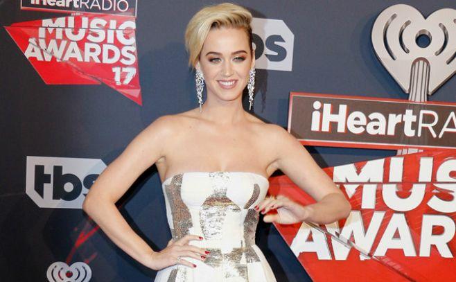 Katy Perry habló sobre sus experiencias homosexuales