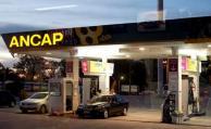 Vendedores de nafta aceptarán solo efectivo durante el día