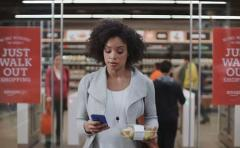 Amazon aplaza apertura de su supermercado sin línea de cajas