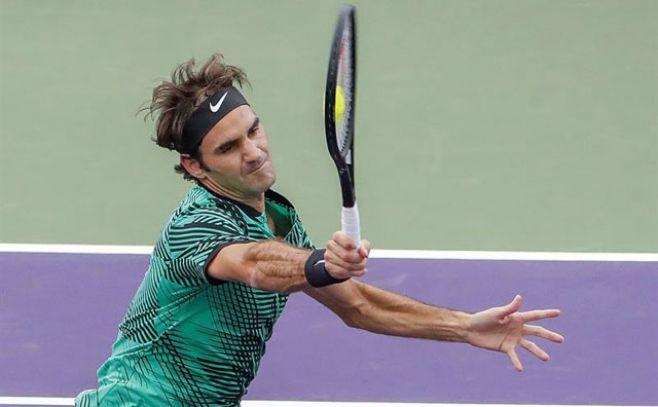 Federer impone su buen estado de forma ante Del Potro en Miami