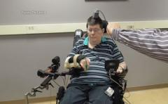 Tetrapléjico mueve brazo gracias a implantes cerebrales
