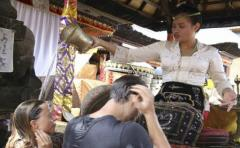Ida Resi Alit, la sacerdotisa de Bali que purifica el alma