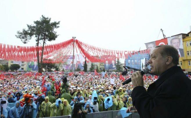 Termina votación en referéndum sobre cambio constitucional en Turquía