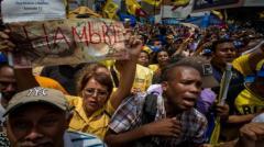 Oposición venezolana llama a marchar desde 26 puntos de Caracas