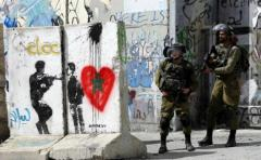 Policía palestina retiene a soldados israelíes durante redada