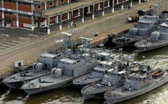 4 buques continúan la búsqueda de tripulantes del carguero