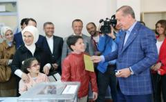 """El """"sí"""" al sistema presidencialista de Erdogan lidera en Turquía"""