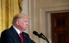 Presidencia de Trump sube y baja en encuestas