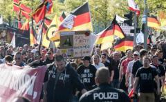 Ultraderecha alemana afronta congreso envuelto en cismas y protestas