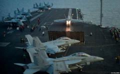 Piloto en portaaviones rumbo a Corea se expulsa de avión