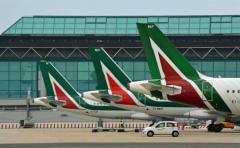 Italia ayudará a Alitalia solo para evitar que suspenda actividad