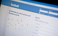 Francia multa a Facebook por usar datos de sus usuarios sin consentimiento