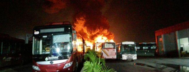 """Denuncian presunto """"ataque terrorista con bombas molotov"""" en Venezuela"""