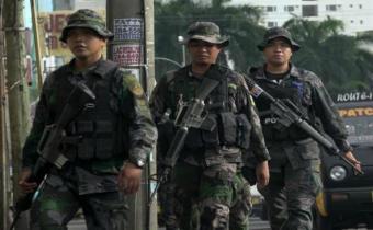 Extremistas toman 14 rehenes en asedio a ciudad filipina