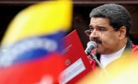 """Maduro felicita a militares por """"defender la paz"""" ante protestas"""