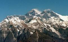 Kilian Jornet repite ascenso al Everest con récord de 17 horas