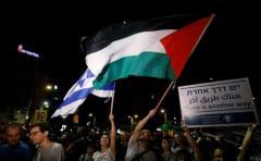 """Miles de israelíes protestan a favor de """"los dos estados"""""""