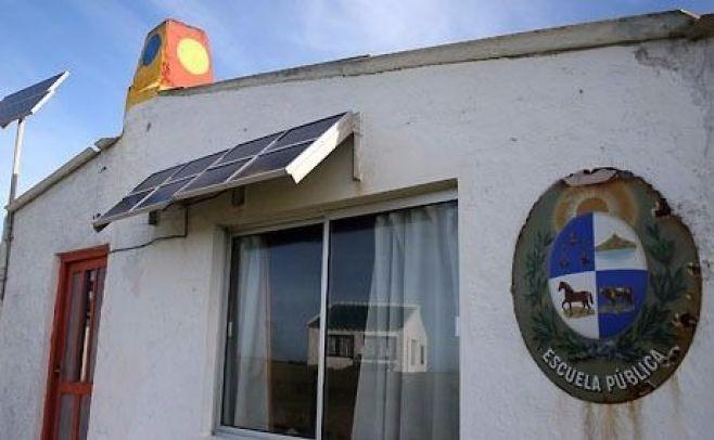 Uruguay amplía proyecto con OEI que lleva energía solar a zonas rurales