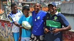Un uruguayo enseña rugby a niños de las favelas de Río