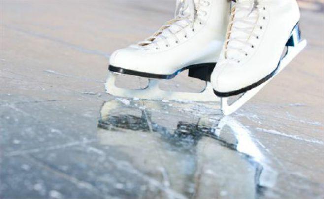 Una pista de patinaje sobre hielo se instala en Tres Cruces