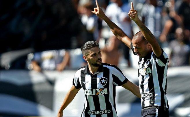 El puntero Corinthians dejó puntos y ganó Botafogo