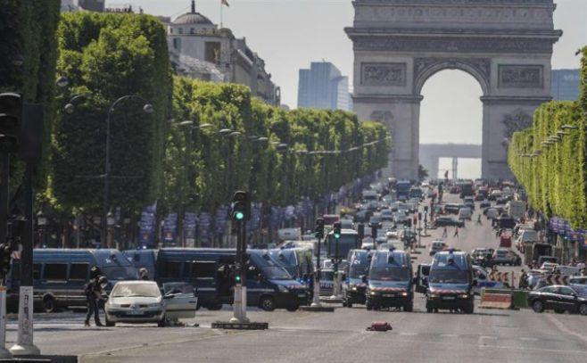 Murió el hombre que estrelló coche con explosivos en París