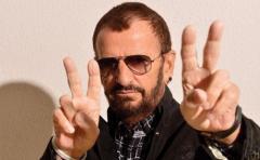 Ringo Starr celebra su 77 cumpleaños con paz y amor
