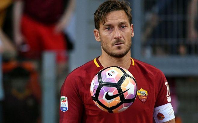 Totti anuncia que empezará una nueva carrera como directivo del Roma